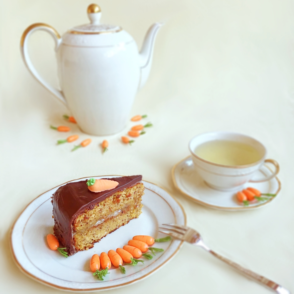 Carrot cake with marzipan. Lactose-free. Gluten-free.