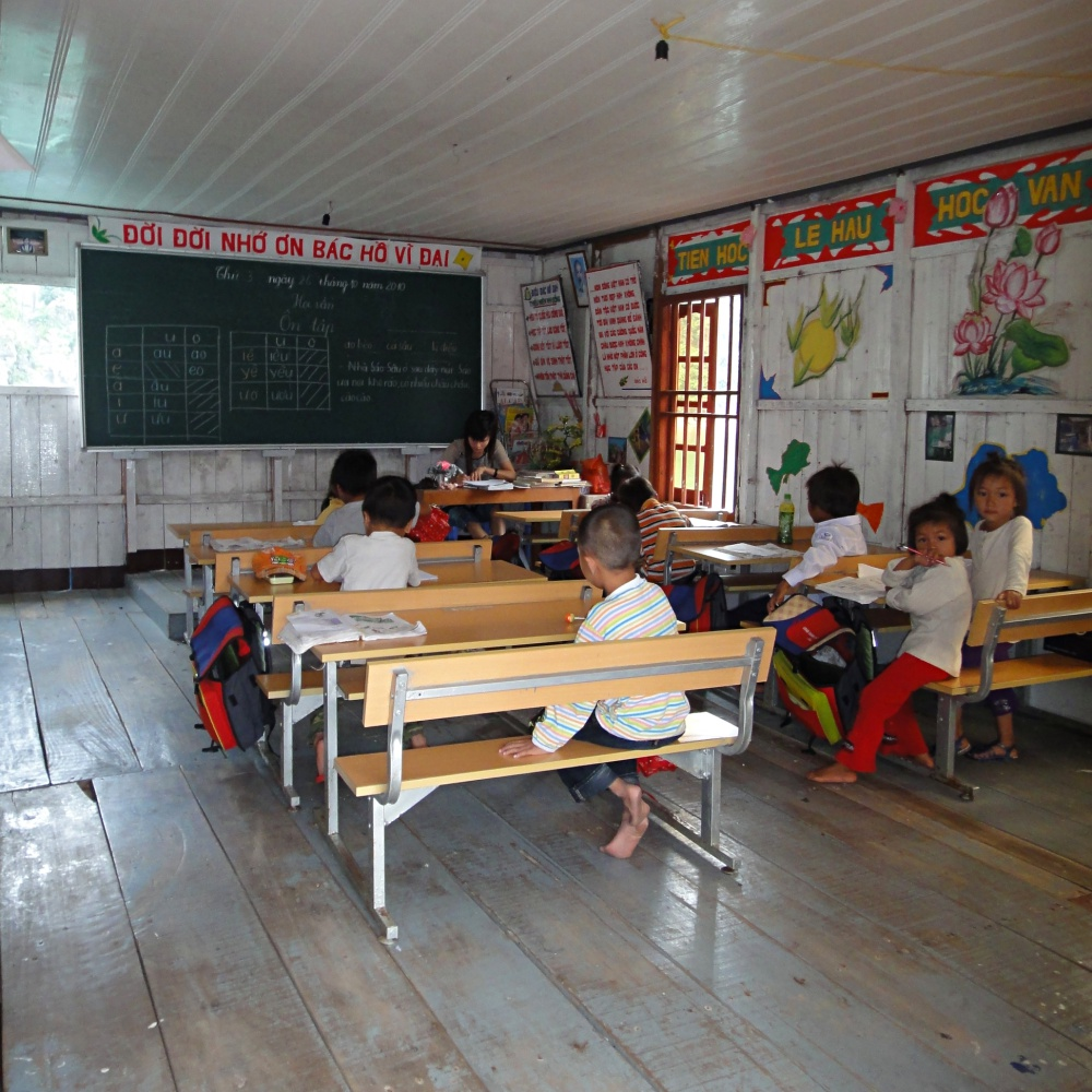 5-inside-one-of-the-classrooms-of-vung-vieng